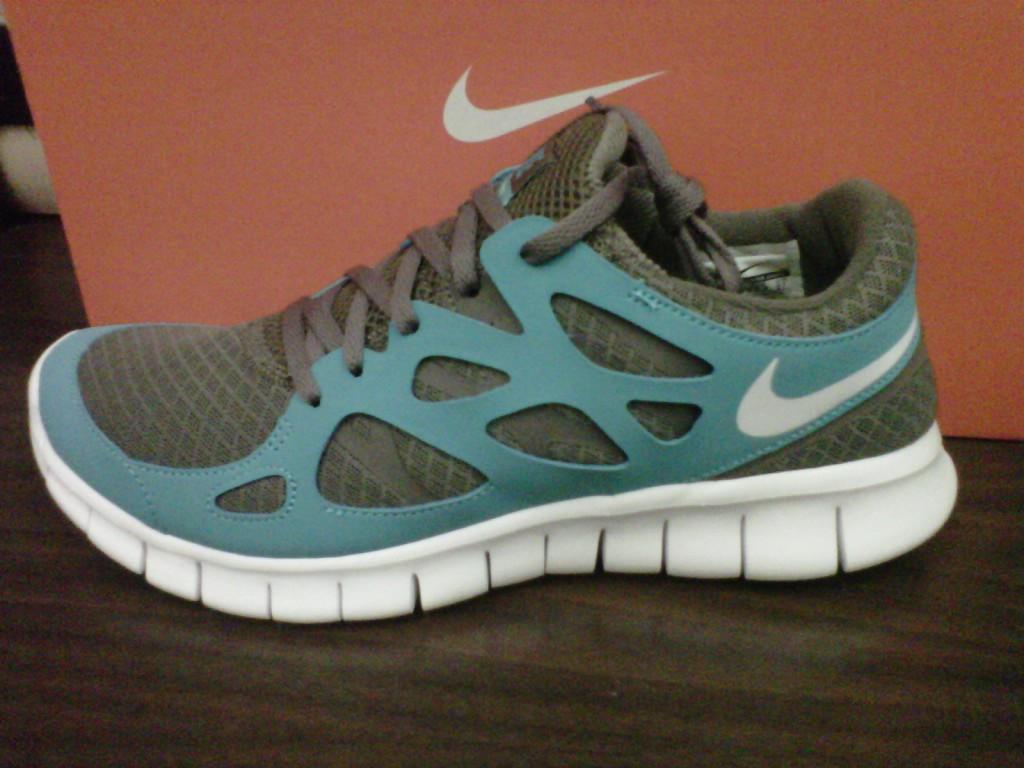 turquoise nike free run 2